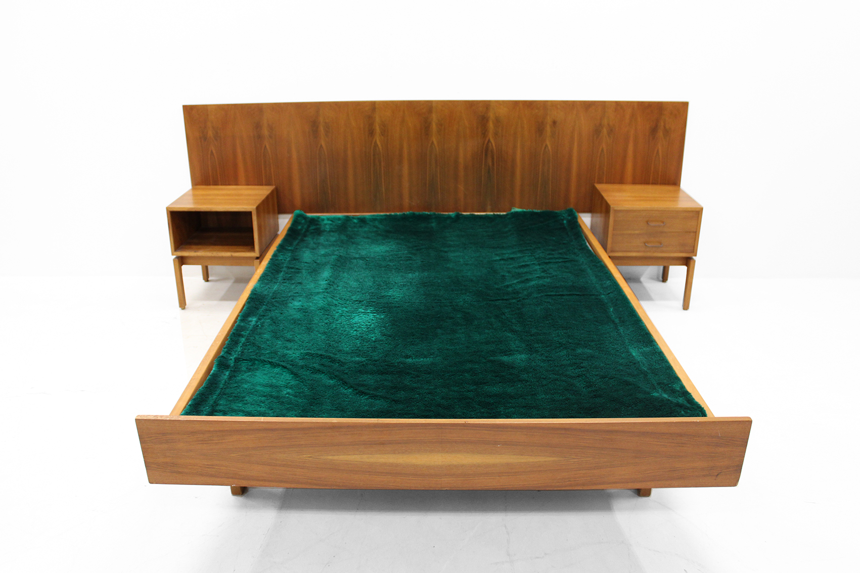 Bed in nutwood by Van den Berghe Pauvers (without slatted base)